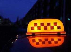 Пьяная краснодарка пыталась «снять» таксиста, но получила отказ и изрезала его