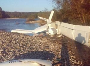 В Абхазии разбился самолет: погибли трое россиян, в том числе 6-летняя девочка