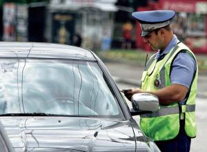 Полиция нашла водителей свадебного кортежа, которые ехали «по встречке» в Краснодаре
