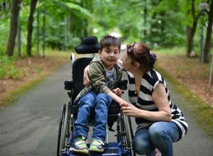 Родителей детей-колясочников избавили от транспортного налога на Кубани