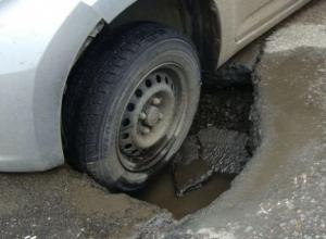 Памятка краснодарскому водителю: Что делать, если попал в яму или люк