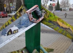 Нетрадиционные ёлки «выросли» в Краснодаре