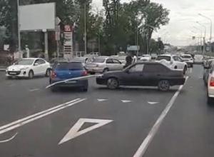 «Опять ДТП на Новороссийской и Селезнева»: краснодарцы просят установить светофор