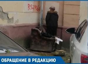 Неизвестные превратили дворик в центре Краснодара в общественный туалет