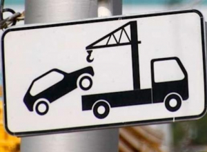 Знаки «парковка запрещена», чтобы избежать эвакуации, будут искать «по домам» автомобилисты Краснодара