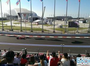 В Сочи на квалификации «Формулы-1» первое место занял Льюис Хэмилтон