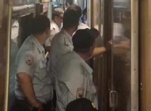 «В тесноте, да не в обиде»: уезжающих из Сочи полицейских пихали по 8 человек в купе