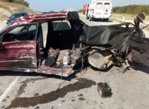 В ДТП с внедорожником в Новороссийске машину разорвало пополам
