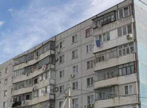 Управляющая компания не причастна: в Новороссийске ищут виновных в «полетах» старого лифта