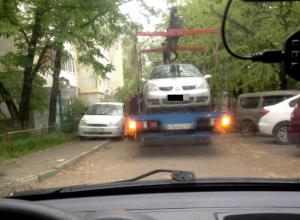 В Краснодаре начали беспощадную борьбу с неправильно паркующимися автомобилистами