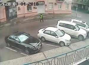 «Дворник» с метлой ограбил бизнесмена и скрылся на Hyundai Solaris в Краснодаре