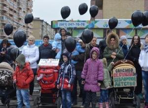 Дольщики ЖК «Счастье» в Краснодаре установили перед своим недостроенным домом палатки и объявили голодовку
