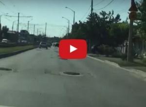 Проезд между ямами на дорогах Краснодара сравнили с игрой SuperMario
