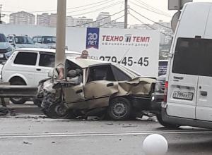 В Краснодаре водитель «Нексии» погиб после столкновения с «Инфинити»