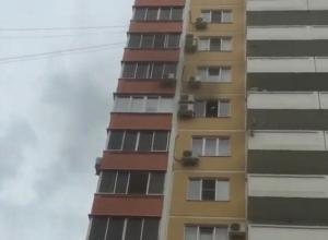 В Краснодаре в многоэтажке вспыхнул пожар