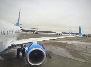 Самолет из Краснодара аварийно приземлился в Москве