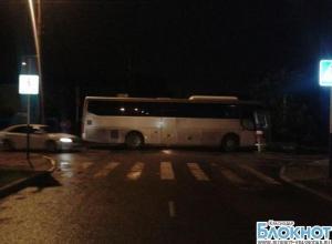 В краевом центре водитель врезался в автобус и наехал на пешеходов