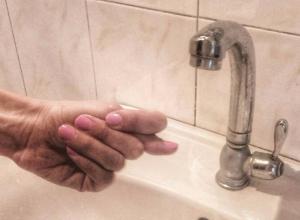 Жара, сдвинувшая грунт, стала причиной порыва водовода в Краснодаре