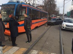 В Краснодаре два трамвая попали в ДТП