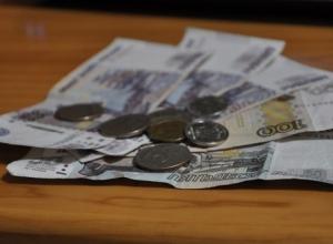 В Краснодаре 55-летняя женщина отобрала у пенсионера деньги