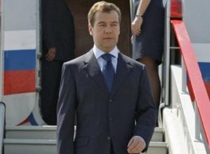 Премьер Медведев прилетит в Сочи, чтобы поддержать сборную России