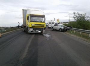 Иномарка влетела в грузовик в Крымском районе