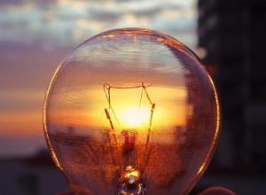 Внести изменения в действующий договор по передаче электроэнергии между смежными сетевыми организациями можно
