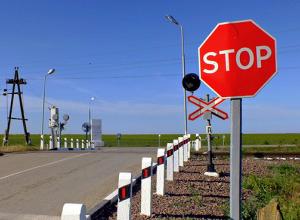 Кубанский тракторист пытался проскочить перед поездом, но не удалось