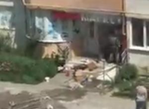 В одной из многоэтажек Анапы загорелся магазин