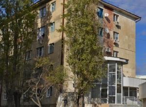 Мать с ребенком из Новороссийска боится сгореть в старом общежитии
