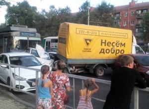 Водитель троллейбуса в Краснодаре потеряла сознание и «собрала» 10 машин