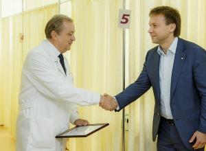 Сбербанк и «Память поколений» вручили краснодарскому госпиталю для ветеранов сертификат на высокотехнологичное физиотерапевтическое оборудование