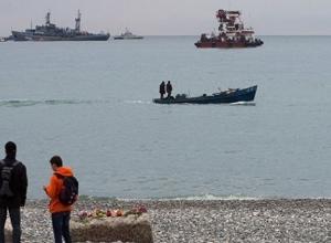 Ту-154 в Сочи уже не ищут, но выходить в море все еще запрещают