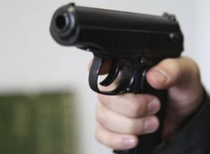 Мужчина с пистолетом в руках не позволил приставам арестовать свою машину на Кубани