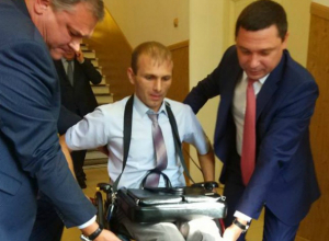 «Рыдала всю дорогу!» - На праздновании 80-летия Кубани у инвалидов-колясочников отобрали места в пользу чиновников