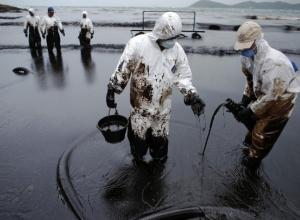 Экологическая угроза: из-за разлитого топлива сухогруз на Кубани может стать новым Exxon Valdez