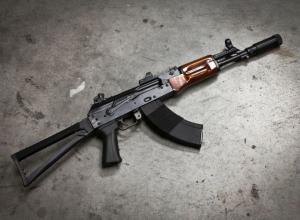 «Страшного» кавказца с игрушечным автоматом задержали на Кубани