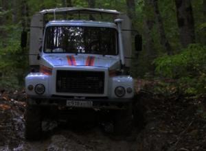 В Сочи эвакуировали семь человек из застрявшей в лесу машины