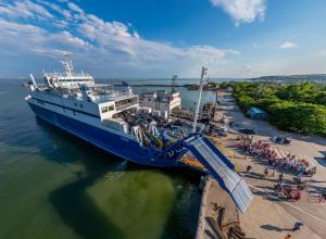 Увольнения сотрудников переправы через Керченский пролив начинаются из-за открытия Крымского моста