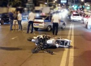 В Краснодаре смертельное ДТП с мотоциклистом и «Mercedes» попало на видео