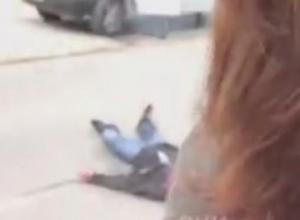Мужчину с перерезанным горлом обнаружили на улице Сочи