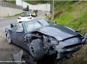 «Сколько боли в одном фото»: В груду металлолома превратила  Aston Martin ливневка в Сочи