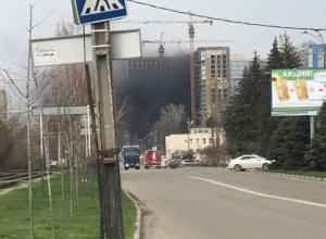 В Краснодаре горит строящееся здание