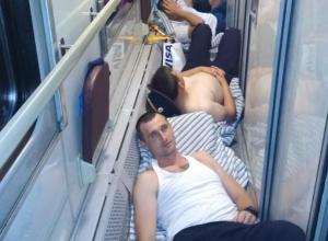 «Вот так вот МВД предоставляет места!»: стоя пришлось ехать полицейским из Сочи в поезде