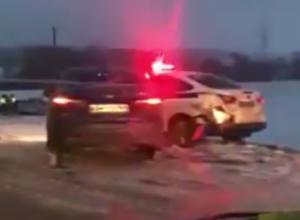 «Побоище»: сразу четыре автомобиля ДПС попали в ДТП по дороге в Краснодарский край