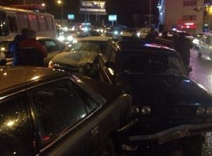 В Краснодаре столкнулись шесть автомобилей