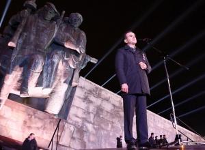 «Народ-победитель!» - Вениамин Кондратьев прошел в составе колонны «Бескозырки» в Новороссийске