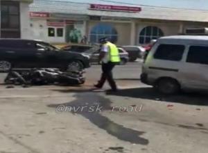 Под колесами минивэна погиб 36-летний мотоциклист на Кубани