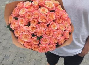 Будь мужиком - подари девушке красивый букет