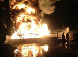 Краснодарские спасатели тушат вспыхнувшую нефтяную скважину «Лукойл»
